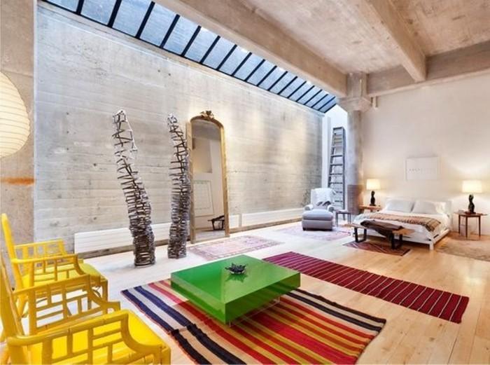 demeure-contemporaine-avec-verrier-toit-tapis-coloré-lit-double-sol-en-bois-clair