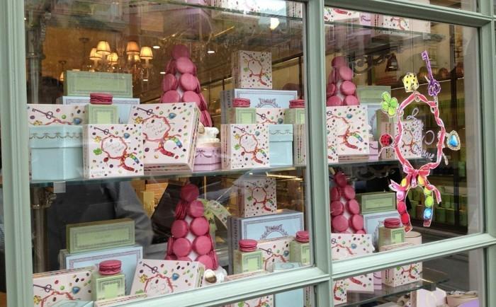 dragées-ladurée-idee-patisserie-macaron-chocolat-cadeau-universelle-laduree-dedans