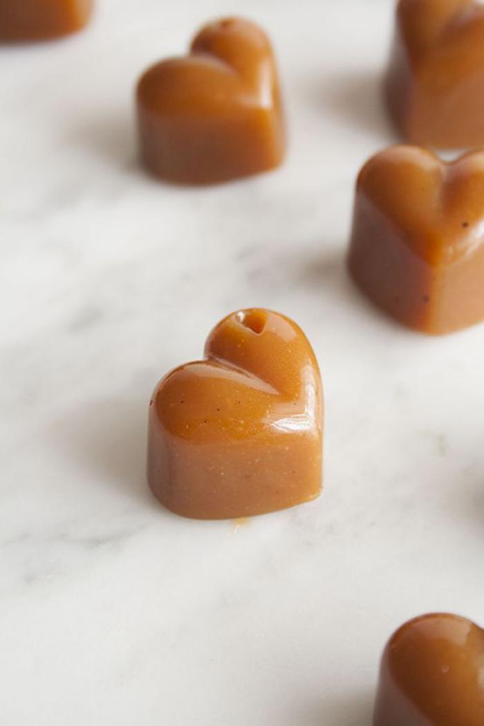 faire-du-caramel-mou-faire-des-coeurs-au-caramel