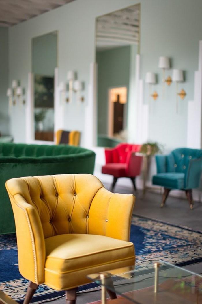 fauteuil-capitonné-cuir-jaune-pour-le-salon-canapé-chesterfield-pas-cher-cuir