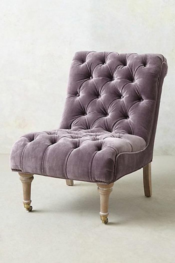 fauteuil-capitonne-de-couleur-prune-comment-bien-choisir-la-couleur-pour-le-fauteuil