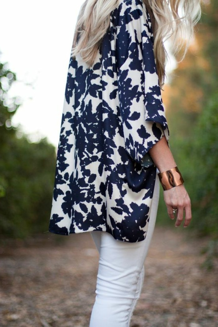 formidable-kimono-veste-femme-kimono-japonais-vêtement-chic-femmes-photo-belle