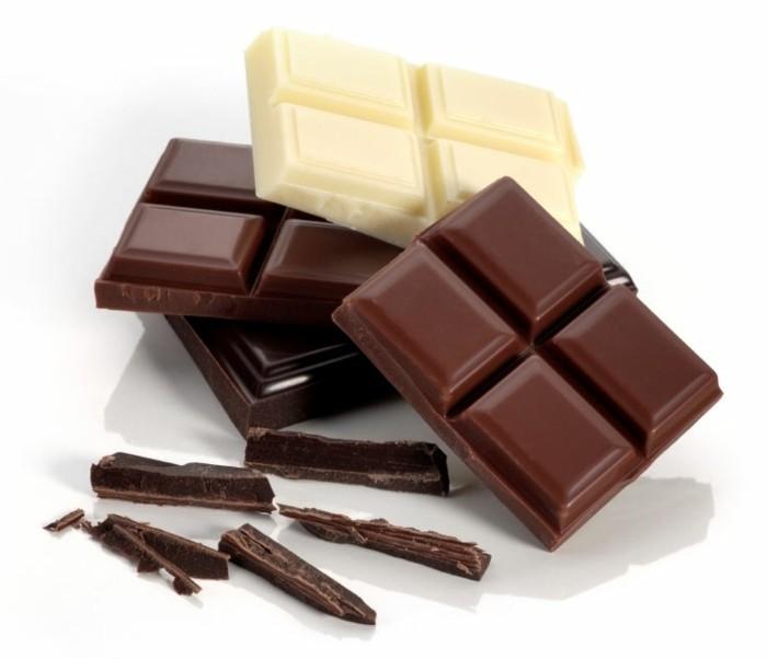 gateau-au-chocolat-blanc- glacage-au-chocolat-blanc-glaçage-chocolat-blanc