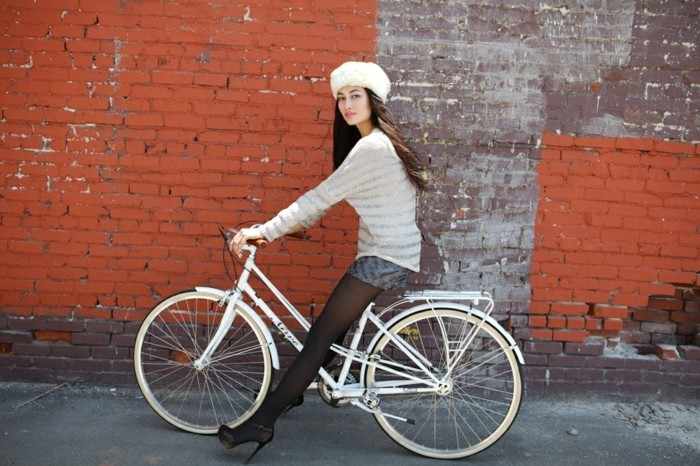 hiver-formidable-vélo-de-ville-femme-à-prendre-la-route-cool-idée-fleur