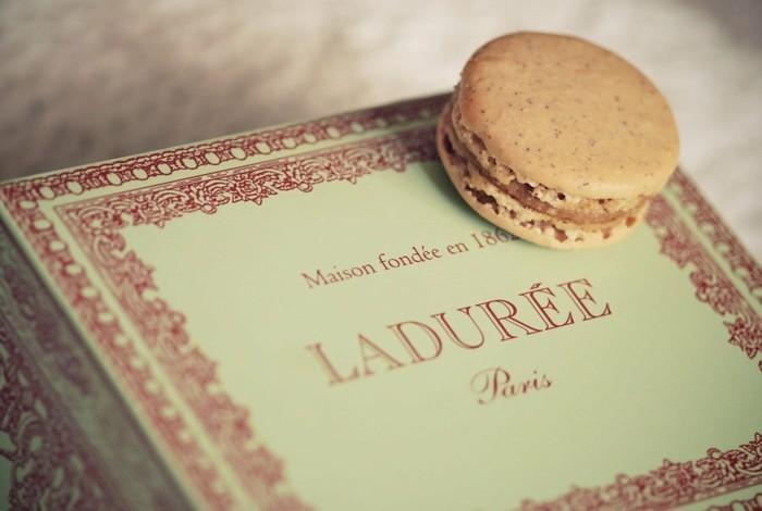 idée-conservation-macarons-ladurée-dessert-français-cool-cadeau-pistachio