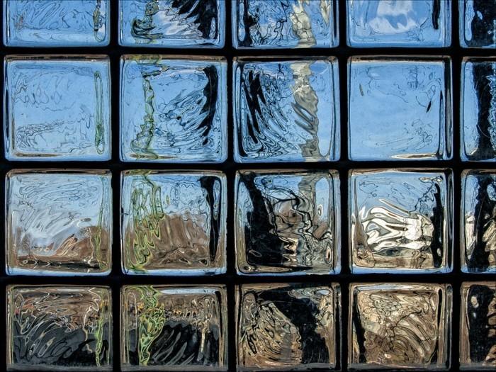 idée-décoration-murale-en-verre-briques-verre-pavés-resized