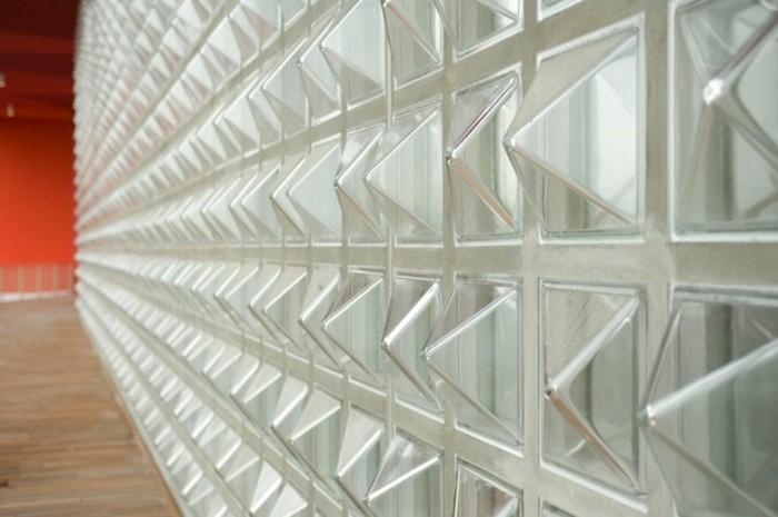 idée-extraordinaire-carreau-de-verre-triangle-piramides-de-verre-resized