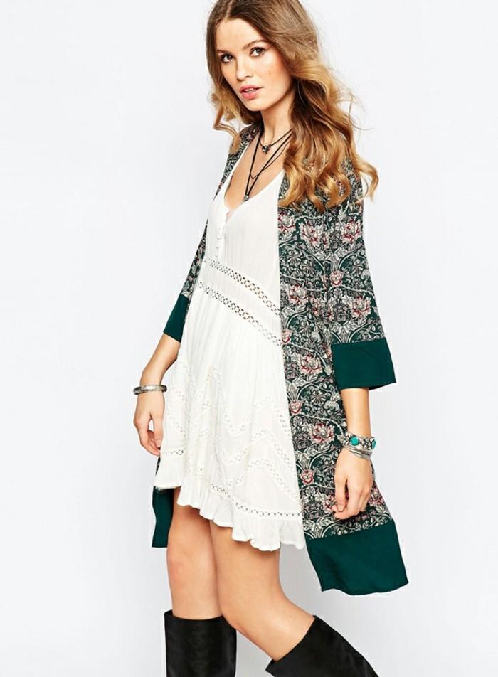 idée-veste-de-kimono-perfecto-femme-cool-idée-pour-s-habiller-bien-robe-blanche-bohèmem