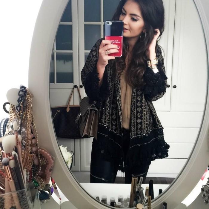 idée-veste-de-kimono-perfecto-femme-cool-idée-pour-s-habiller-bien-sur-miroir
