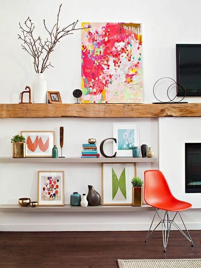 ikea-etagere-murale-mur-blanc-salon-chic-interieur-moderne-mur-blanc-sol-en-parquet-foncé