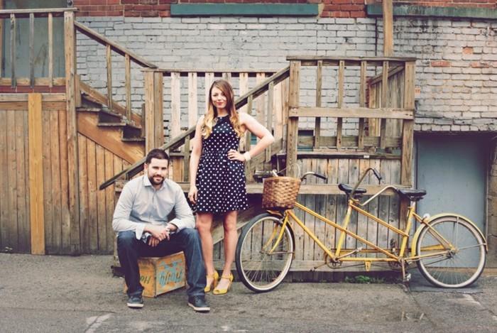 image-jolie-couple-le-vélo-ville-femme-cool-idée-quoi-choisir-pour-velo-inspiration