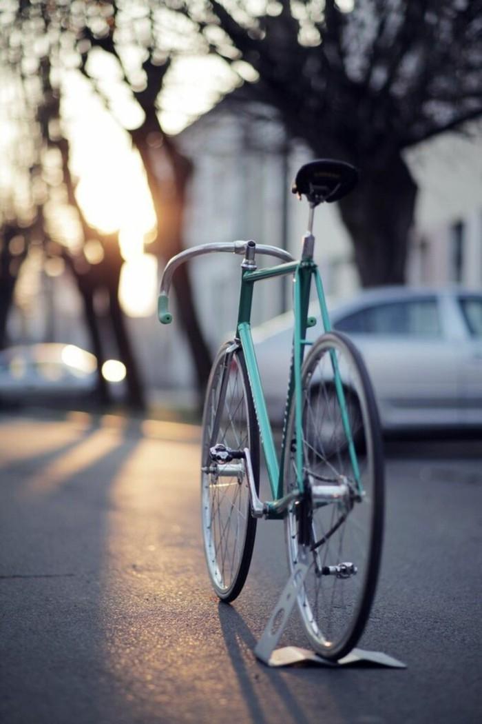 image-soleil-bicyclette-retro-trop-jolie-velo-vintage-occasion-prendre