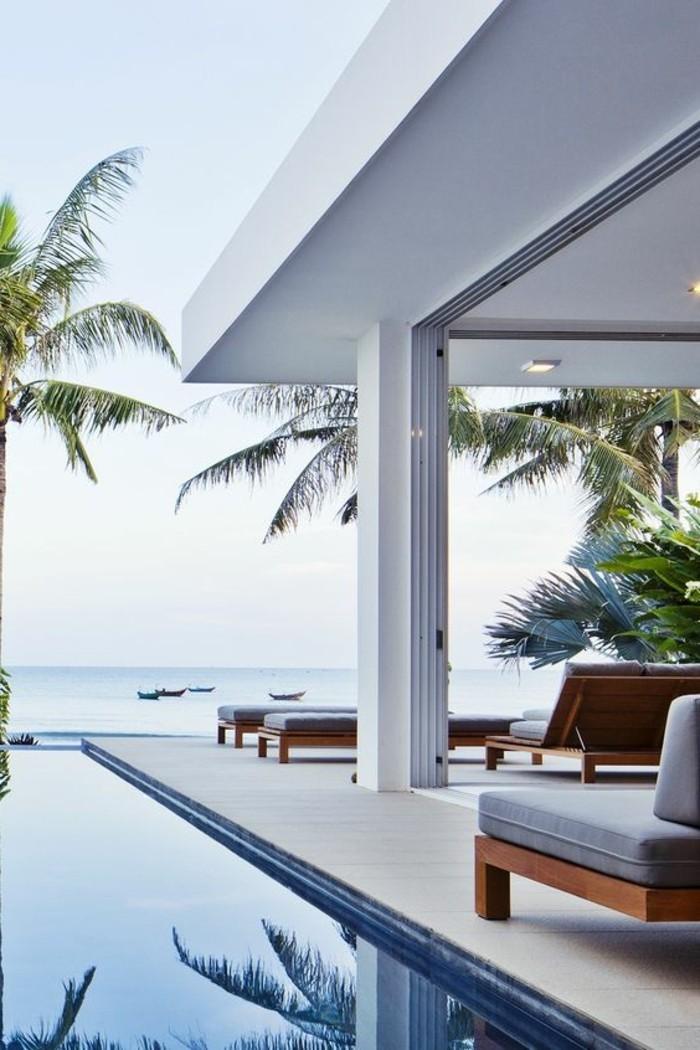 immobilier-miami-maison-de-luxe-piscine-exterieur-mobiliers-autour-de-la-piscine