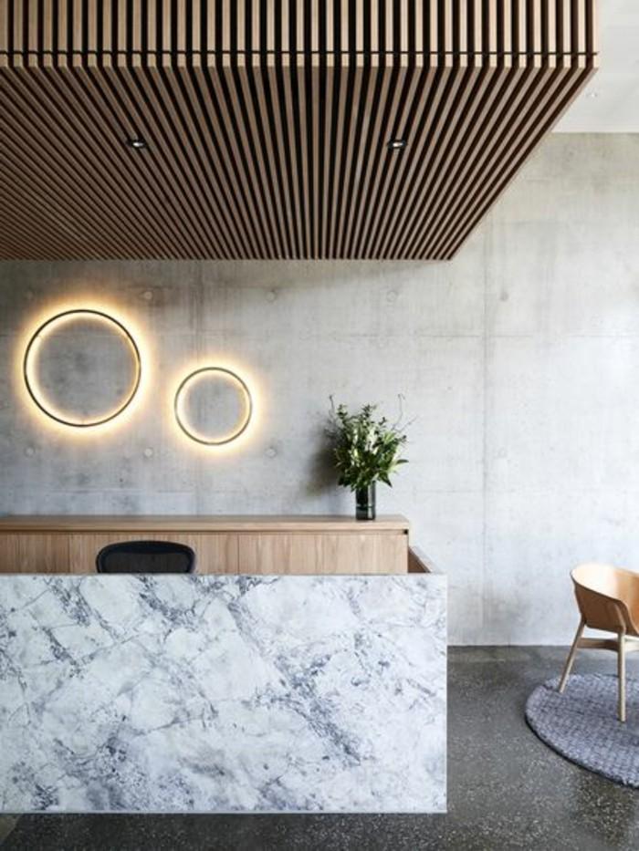 interieur-en-beton-decoratif-plan-de-travail-béton-ciré-béton-décoratif-sol-gris-murs-beiges