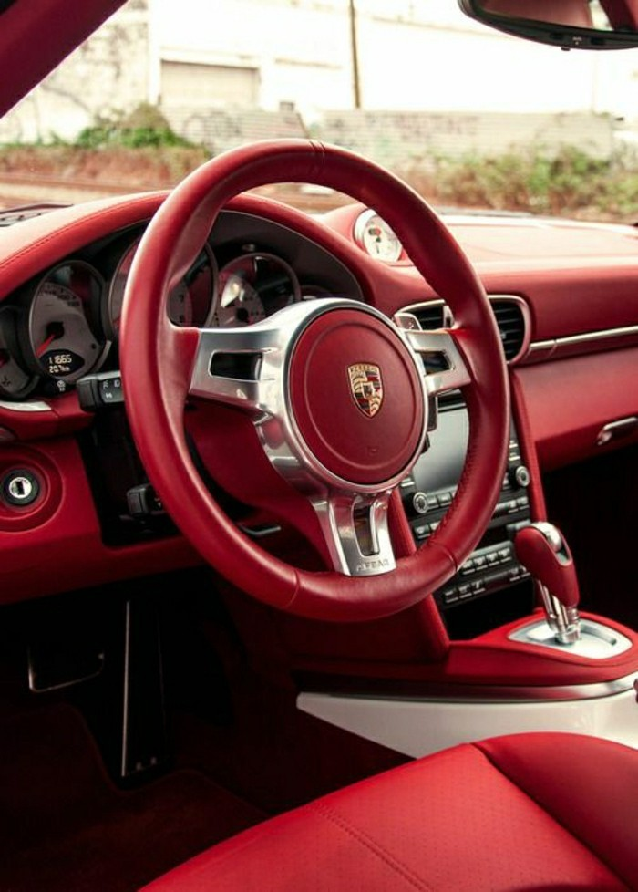 interieur-rouge-porsche-turbo-s-2012-vehicules-de-collection-porsche-rouge