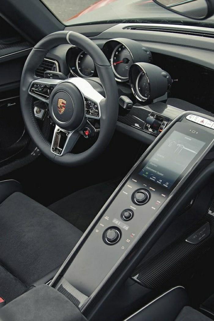 Les v hicules de collection et la vieille porsche des faits curieux - Porsche 918 interior ...
