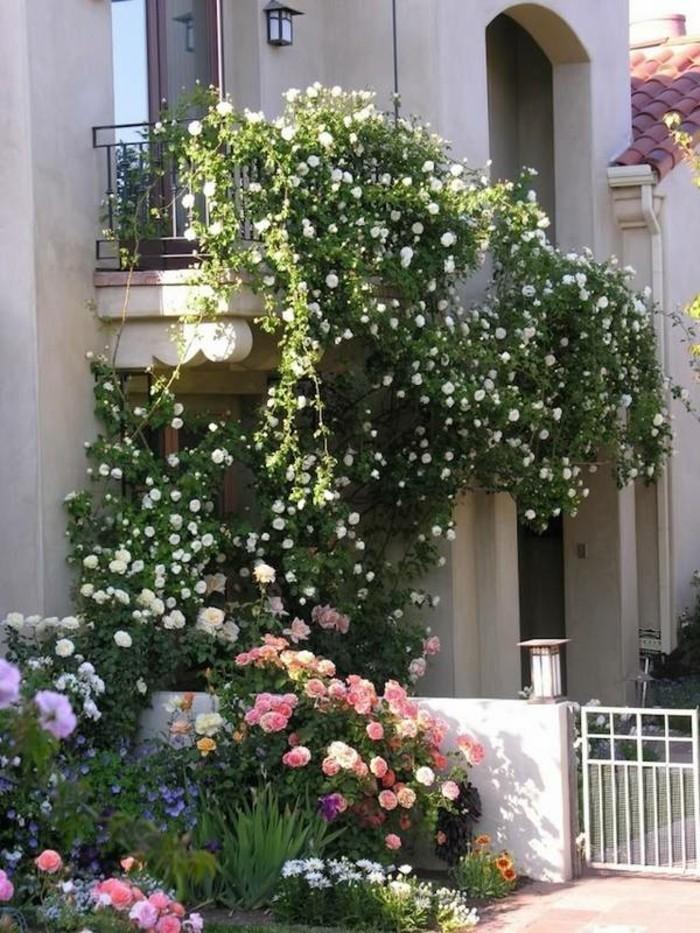 jardinière-à-suspendre-paysagiste-terrasse-aménager-son-terrasse-idee-deco-balcon-romantique