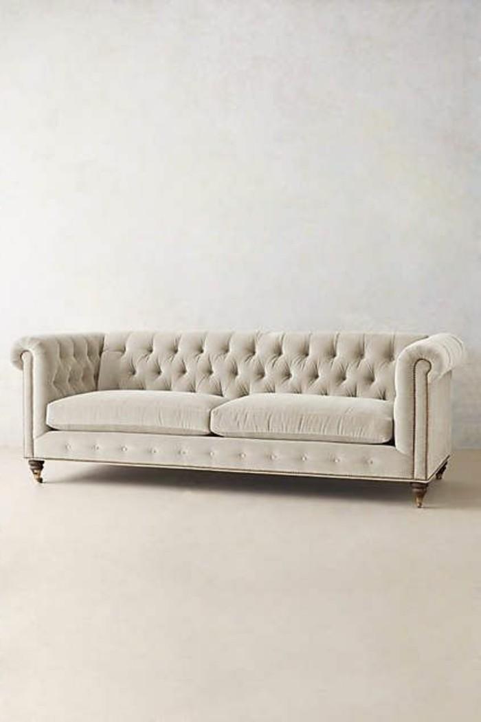 joli-canapé-capitonné-blanc-cuir-pour-le-salon-chic-meubles-capitonnés-blancs