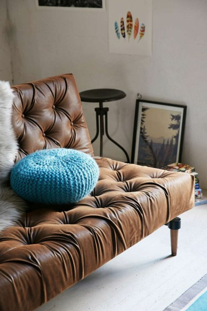 joli-canapé-cuir-marron-canapé-capitonné-en-cuir-comment-choisir-les-meubles-de-salon