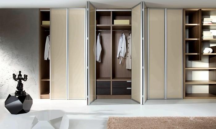joli-placard-sur-mesure-beige-en-bois-clair-tapis-beige-sol-blanc-armoir-beige-sur-mesure