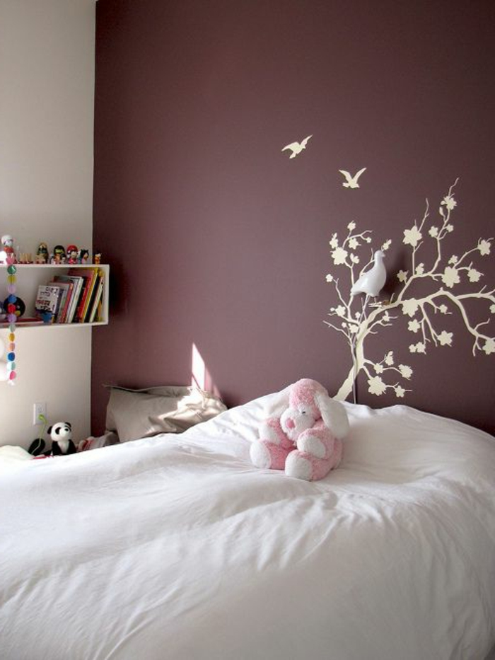 jolie-chambr-d-enfant-decoration-murale-stickers-muraux-nuancier-violet