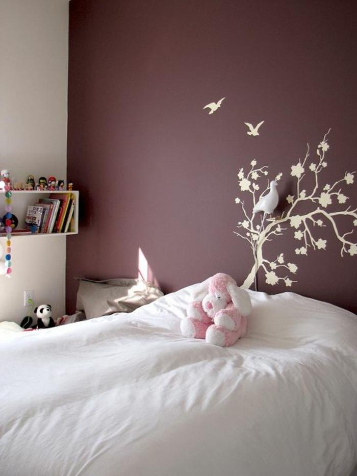 jolie-chambr-d-enfant-decoration-murale-stickers-muraux-nuancier-violet