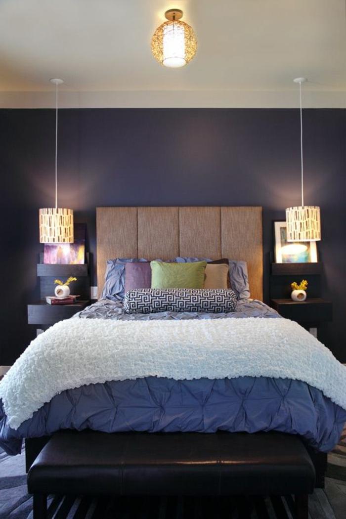 jolie-chambre-a-coucher-nuancier-violet-linge-de-lit-violet-murs-violets-linge-de-lit