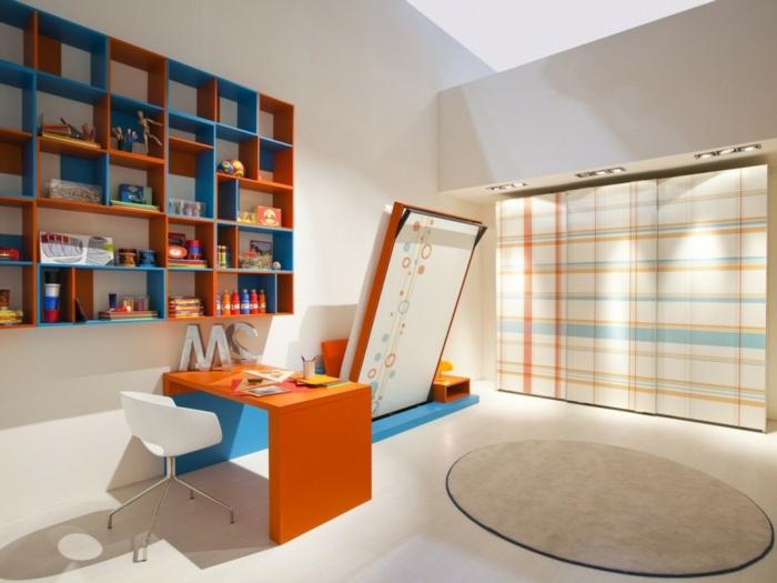jolie-chambre-d-enfant-meuble-orange-et-bleu-bureau-mural-rabattable-sol-en-parquet-beige