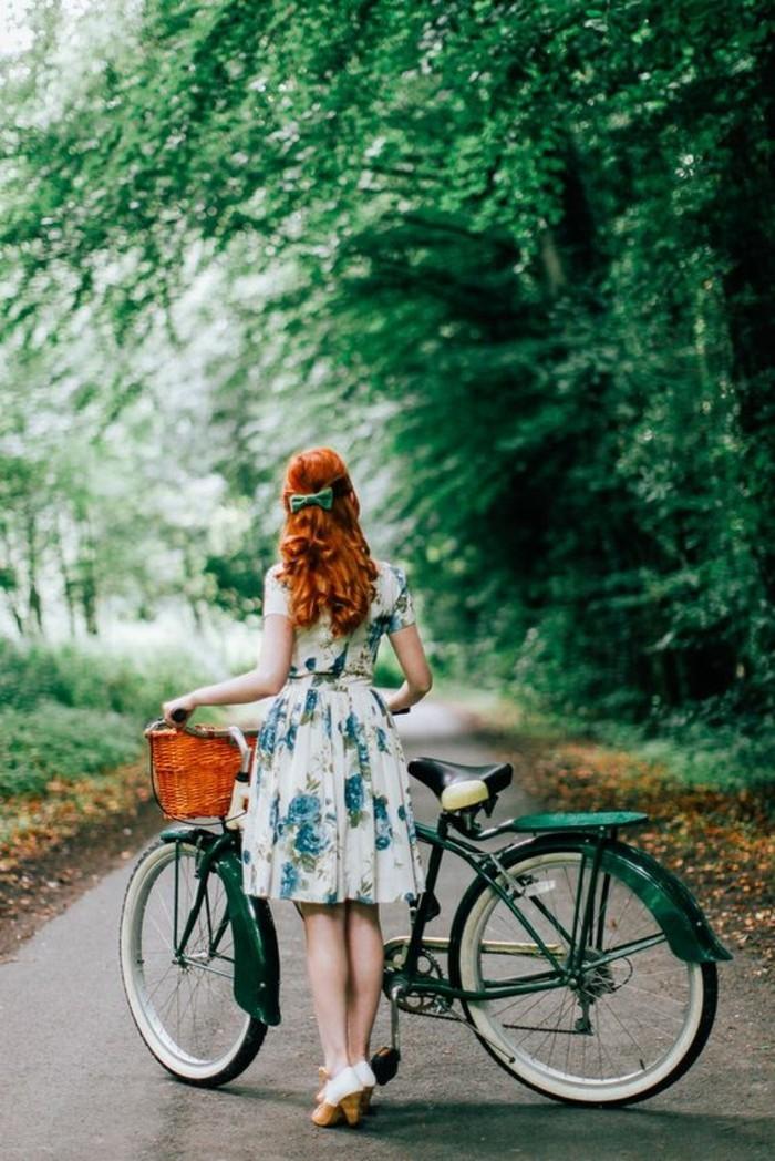 jolie-fille-style-vintage-robe-fleurie-vélos-vintage-le-vintage-vélo-que-vous-allez-aimer-nostalgie
