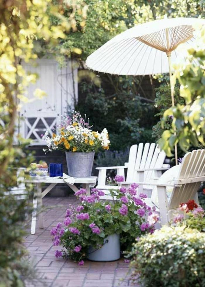 jolie-idee-pour-fleurir-son-balcon-avec-beuacoup-de-fleurs-de-balcon-idee-amenagement