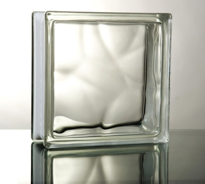 jolie-salle-de-bains-avec-la-brique-de-verre-une-idée-quoi-choisir-resized