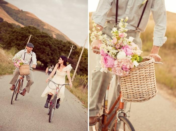 la-couple-amoureuse-image-agnifique-velo-de-ville-femme-style-50-s-rétro-beau