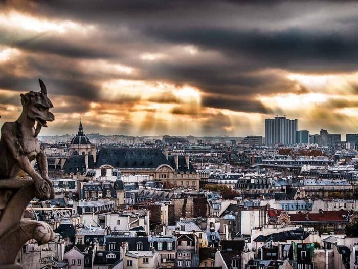 la-terrasse-toit-paris-sur-les-toits-belle-vue-de-la-ville-de-paris-la-vue-magnifique