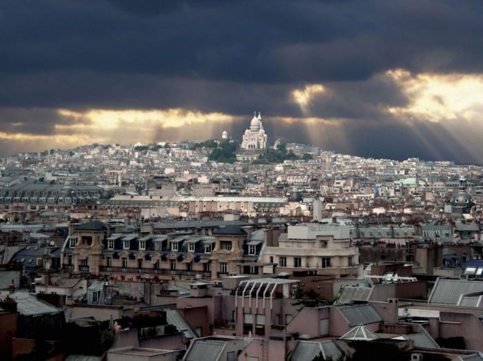 la-terrasse-toit-paris-sur-les-toits-belle-vue-de-la-ville-de-paris-montmartre