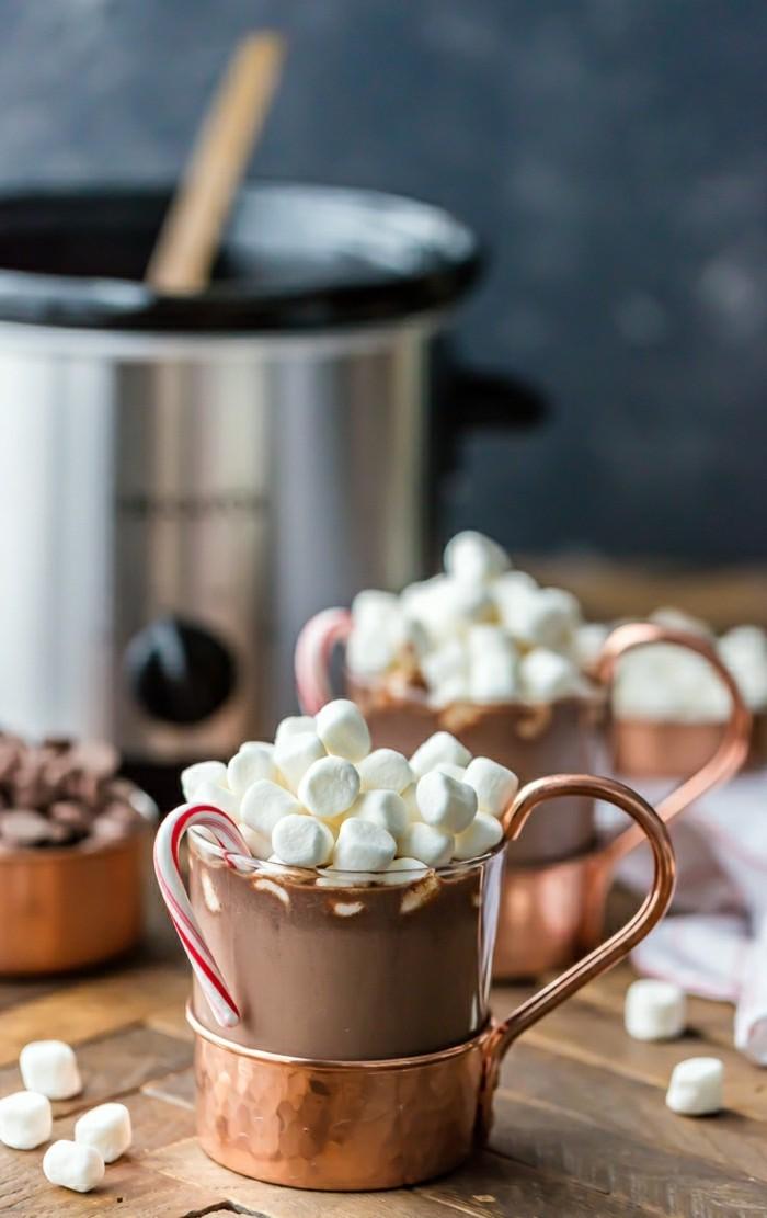 le-chocolat-au-lait-chaud-chocolat-chaud-au-lait-tasse-chocolat-chaud-belle-photo-preparation