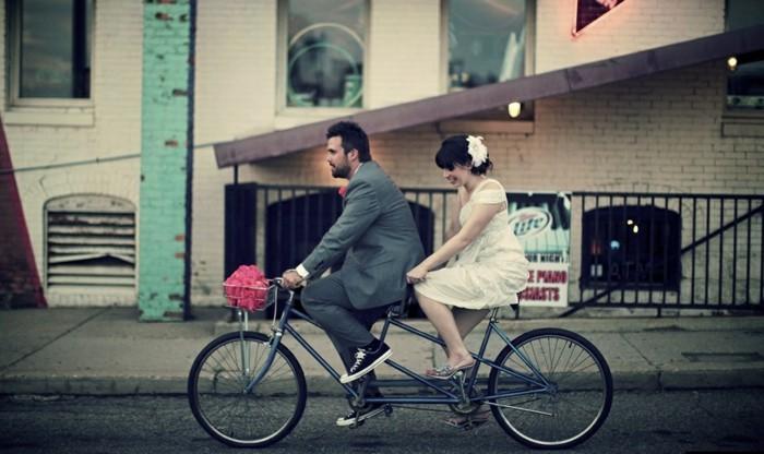 le-vélo-ville-femme-cool-idée-quoi-choisir-pour-velo-inspiration-mariage