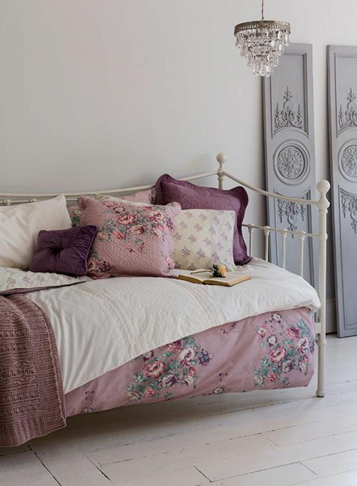 linge-de-lit-comment-associer-prune-couleur-deco-pour-le-lit-en-fer-nuancier-violet