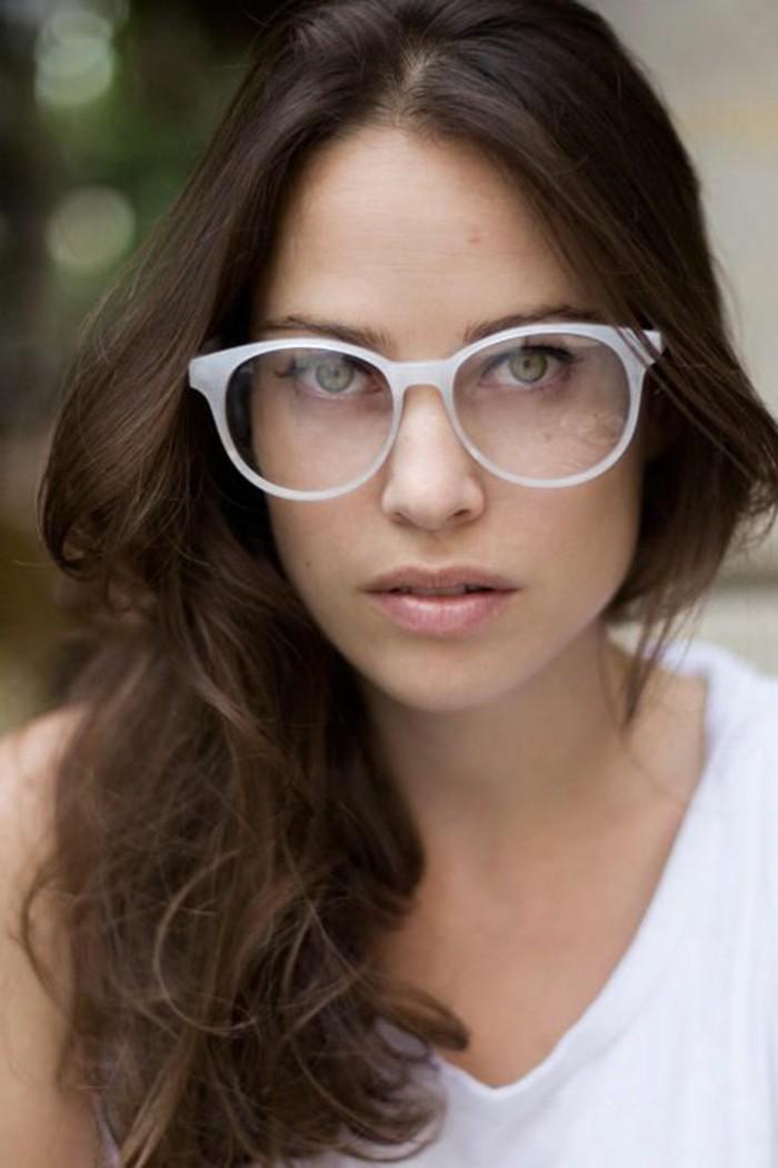 lunette-de-vue-sans-correction-blanc-fille-aux-yeux-verts-fille-moderne-