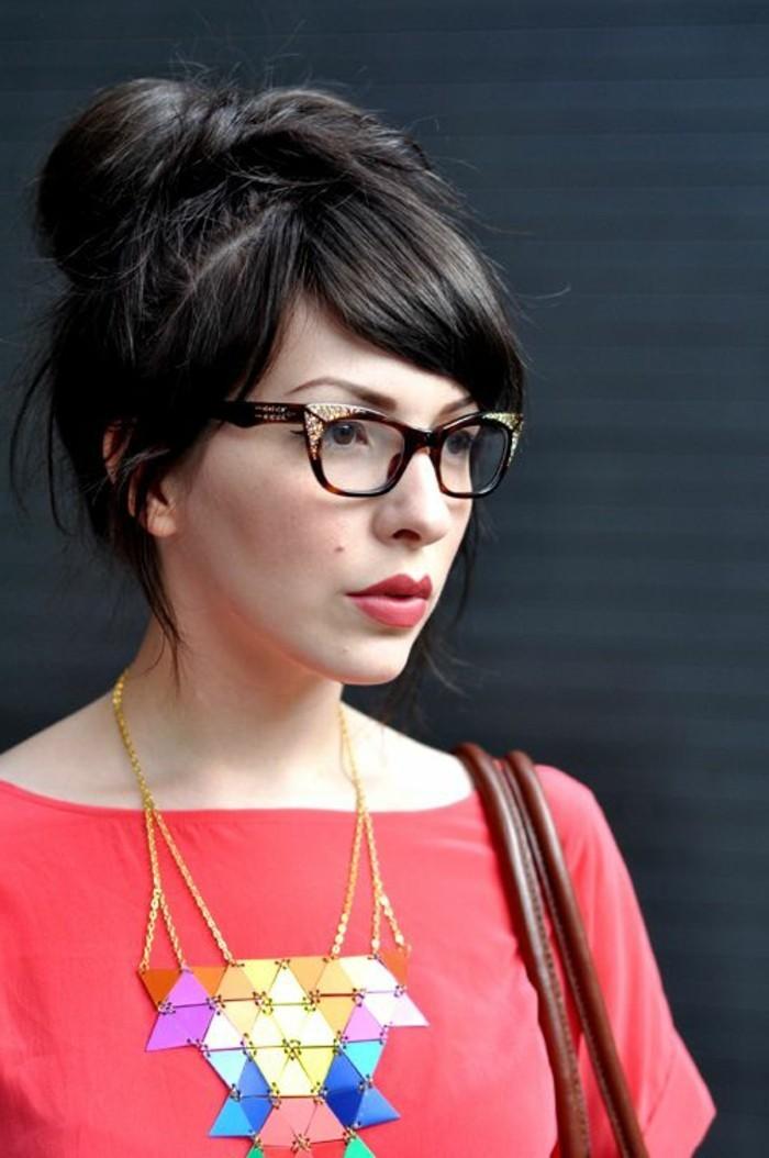 lunette-de-vue-sans-correction-lunettes-pas-chères-femme-moderne-robe-rouge