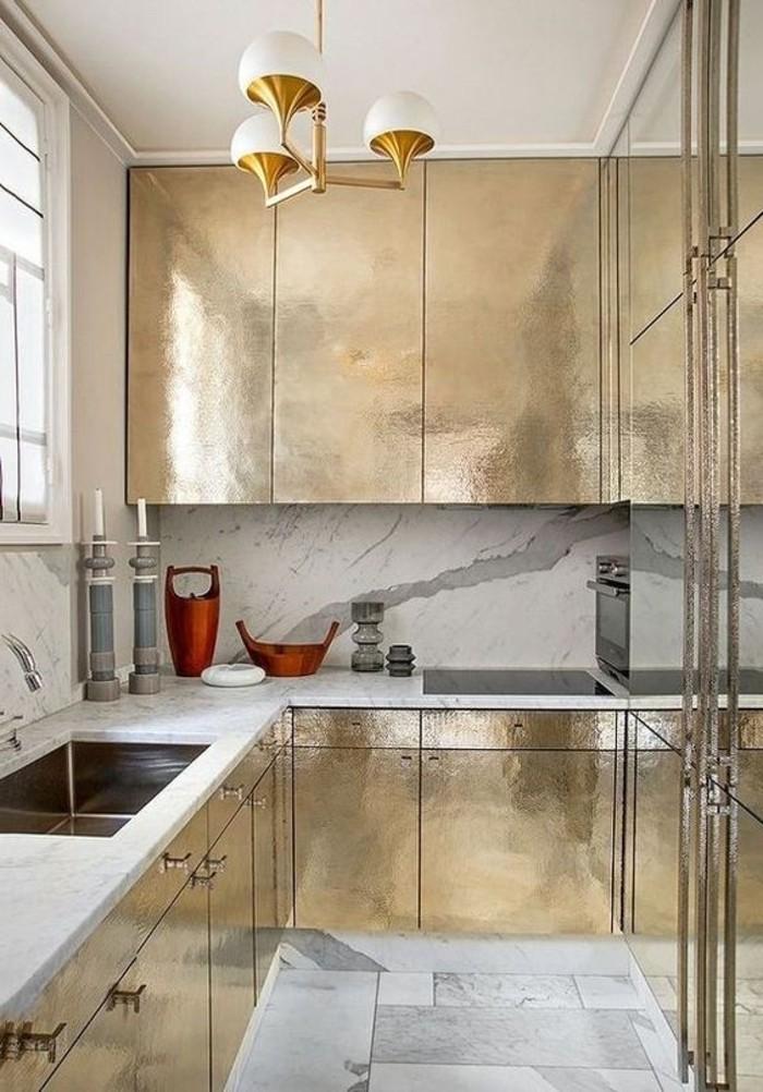 lustre-design-pour-la-cuisine-meubles-dorés-lustre-alinea-pous-la-cuisine