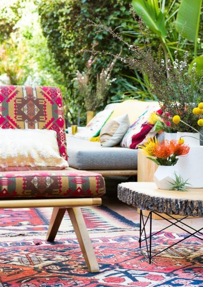 meubles-colores-et-idee-deco-balcon-tapis-colore-pour-le-balcon-fleuri