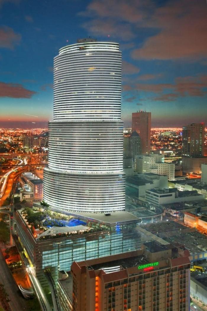 miami-tower-les-meilleurs-batiments-a-miami-investir-en-floride-batiments-de-luxe