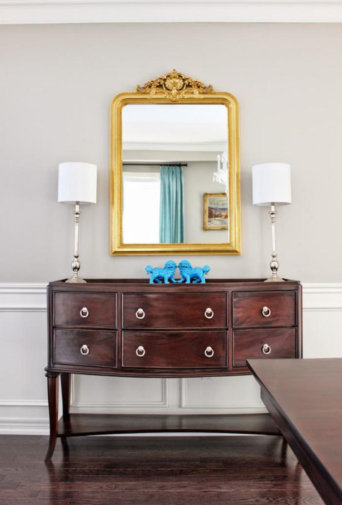 miroir-doré-commode-vintage-en-bois-foncé