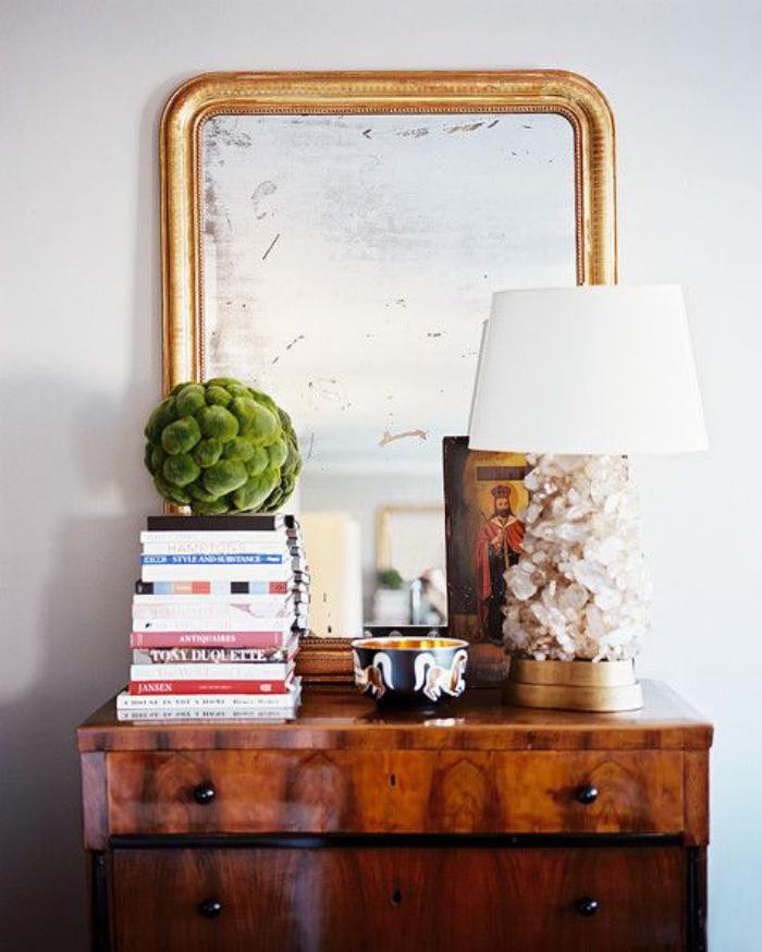 miroir-doré-et-beau-meuble-en-bois-laqué