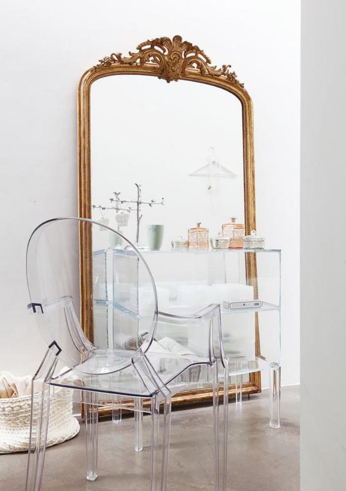 Le miroir dor en 40 photos for Grand miroir baroque pas cher