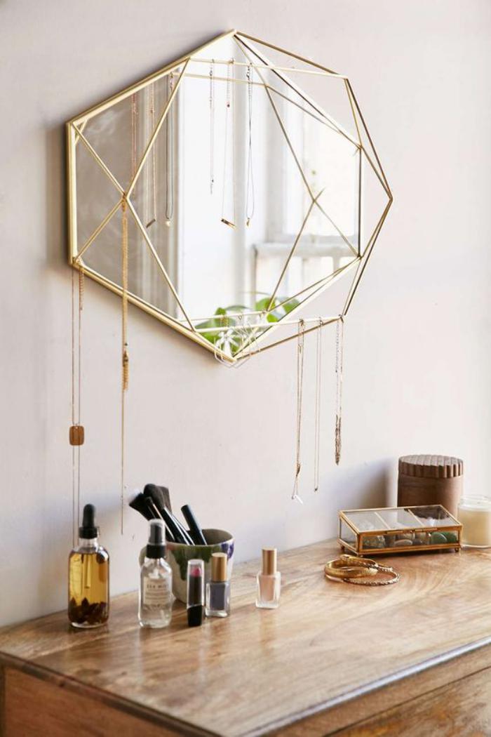 miroir-doré-original-pour-la-chambre-de-fille