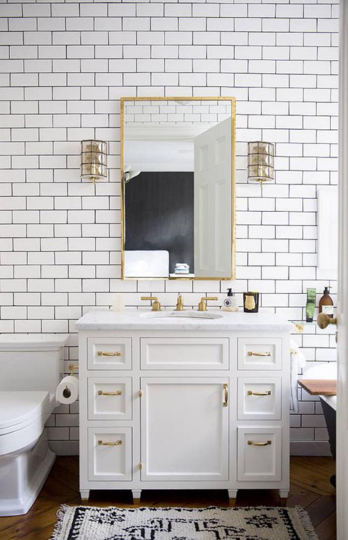 Le miroir dor en 40 photos - Placard miroir salle de bain ...