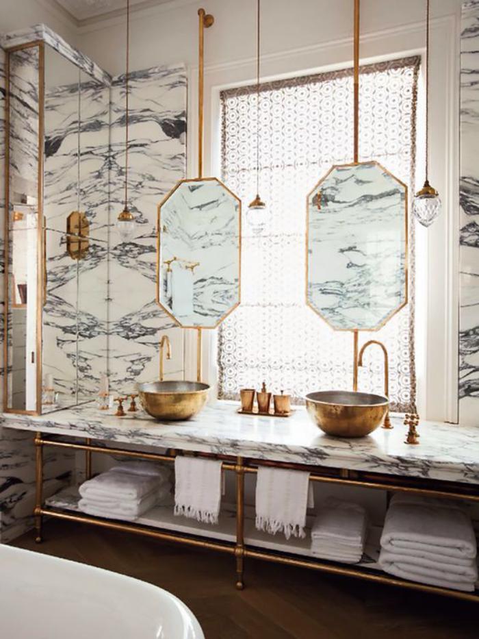 miroir-doré-salle-de-bain-design-vasques-et-lampes-dorées