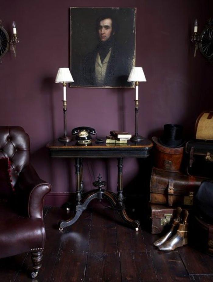 murs-de-couleur-prune-salon-retro-baroque-chic-peinture-murale-prune