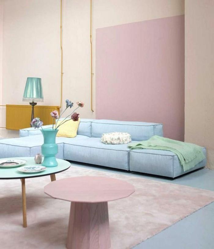 Couleur Bois De Rose : murs-de-couleur-rose-pale-canape-bleu-clair-tapis-rose-pale-table-rose